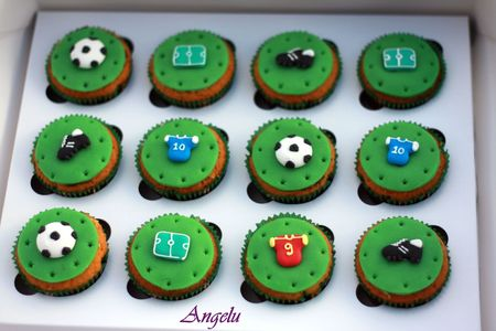 Cupcakes foot ma petite patisserie contact isilda - Deco pour cupcake ...