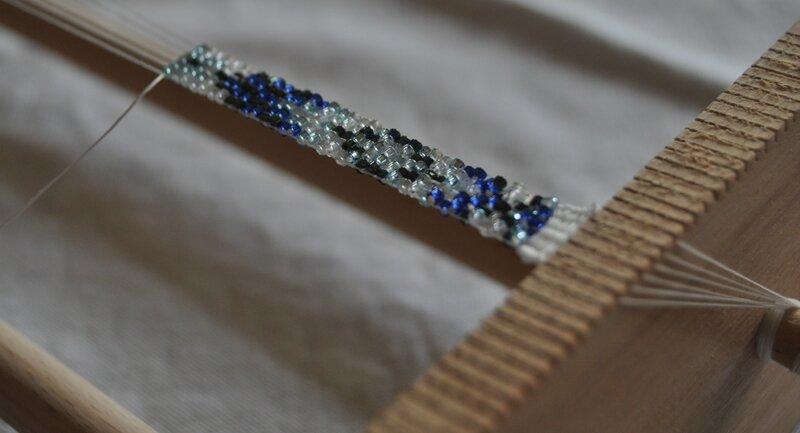 bracelet tissé en perles en cours