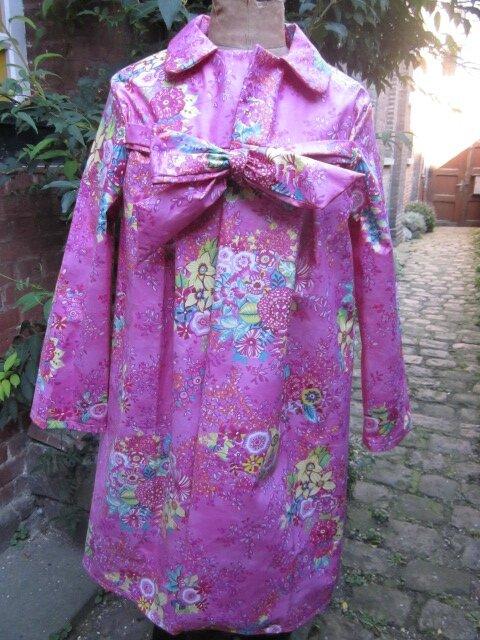 Ciré AGLAE en coton enduit Rose fushia imprimé fleuri, fermé par un noeud (2)