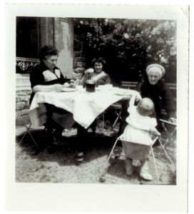 Marie jeanine et Marie job ( de dos bernard à 12 mois)