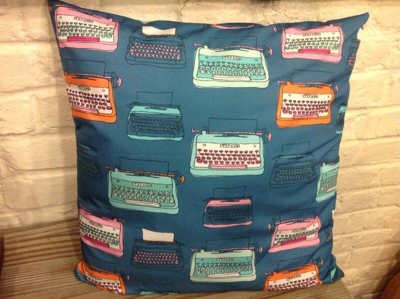 textiles-et-tapis-coussin-et-housse-de-coussin-tissu-12059845-image-e74bd_big