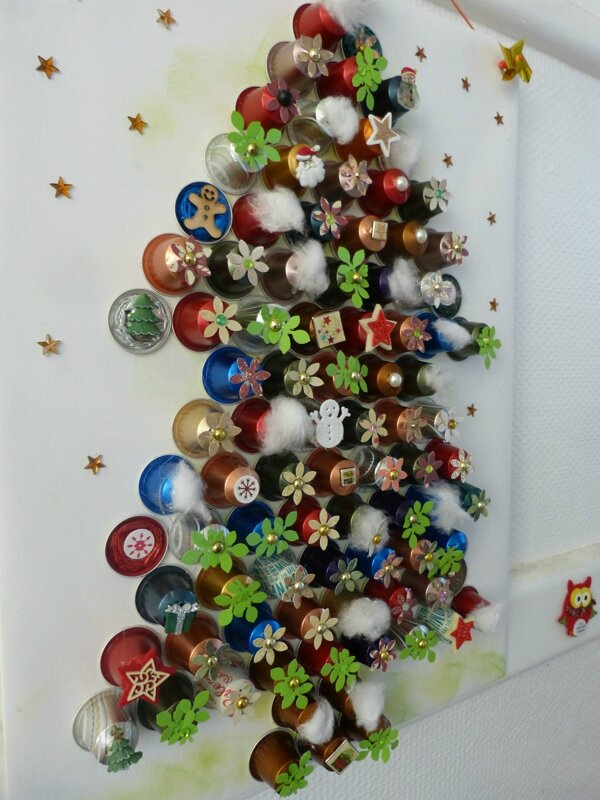 mon sapin avec mes capsules de caf nespresso pharendole de scrap. Black Bedroom Furniture Sets. Home Design Ideas