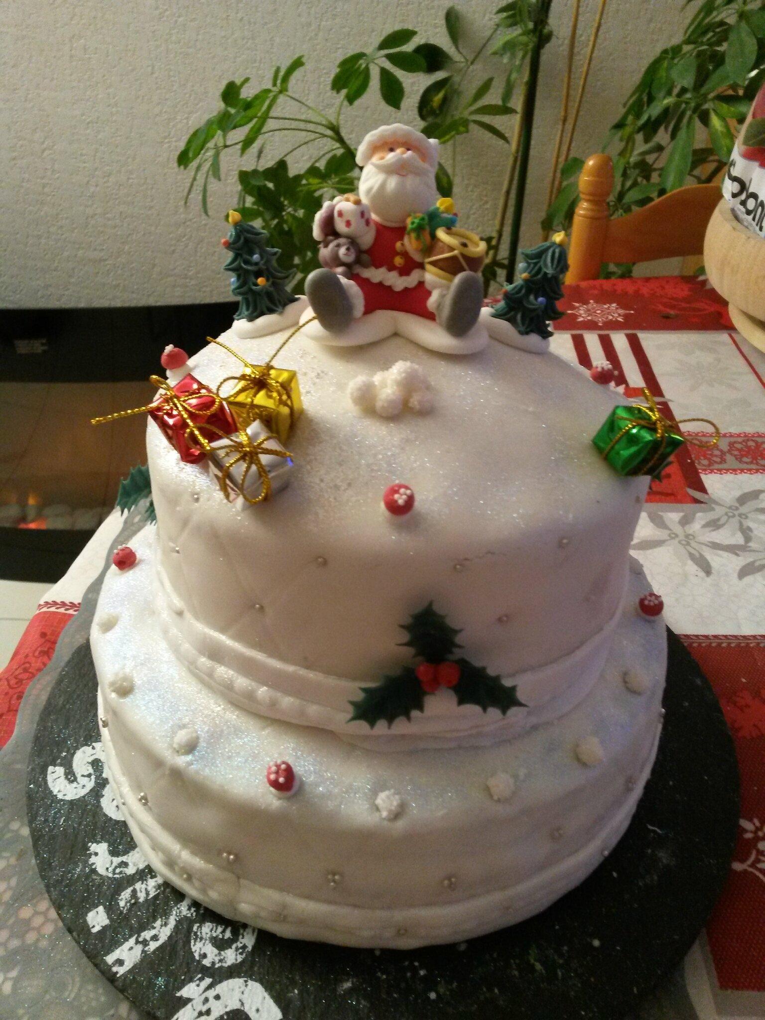 Aurélie et la réalisation de son joli et bon gâteau de NOEL !