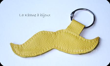 porte clef moustache cuir jaune