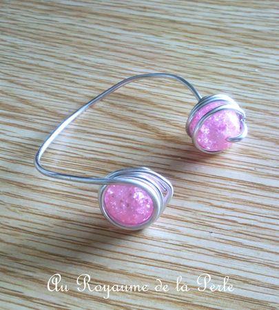 Bracelet rose en aluminium et perles de verre a