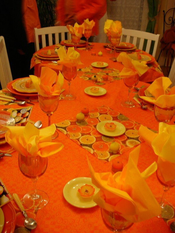 decoration table theme orange tables fetes recettes. Black Bedroom Furniture Sets. Home Design Ideas