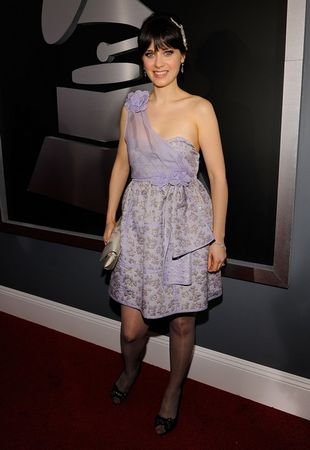 zooey_deschanel_arrives_at_the_51st_annual_grammy_awards_02_122_446lo