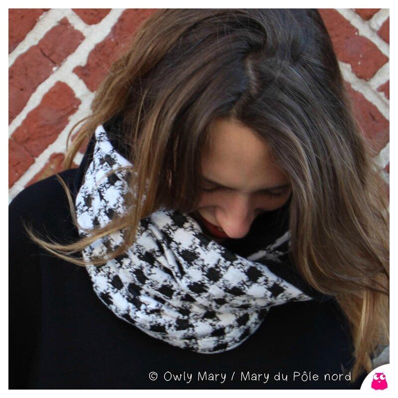 PH2015-10-02_1705-owly-mary-du-pole-nord-fait-main-snood-col-echarpe-cache-cou-tour-polaire-doudou-femme-geometrique-noir-blanc-ecru