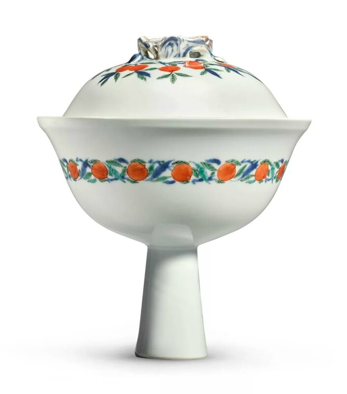 A rare famille-verte 'Peach' stembowl and cover, Qing dynasty, Kangxi period (1662-1722)