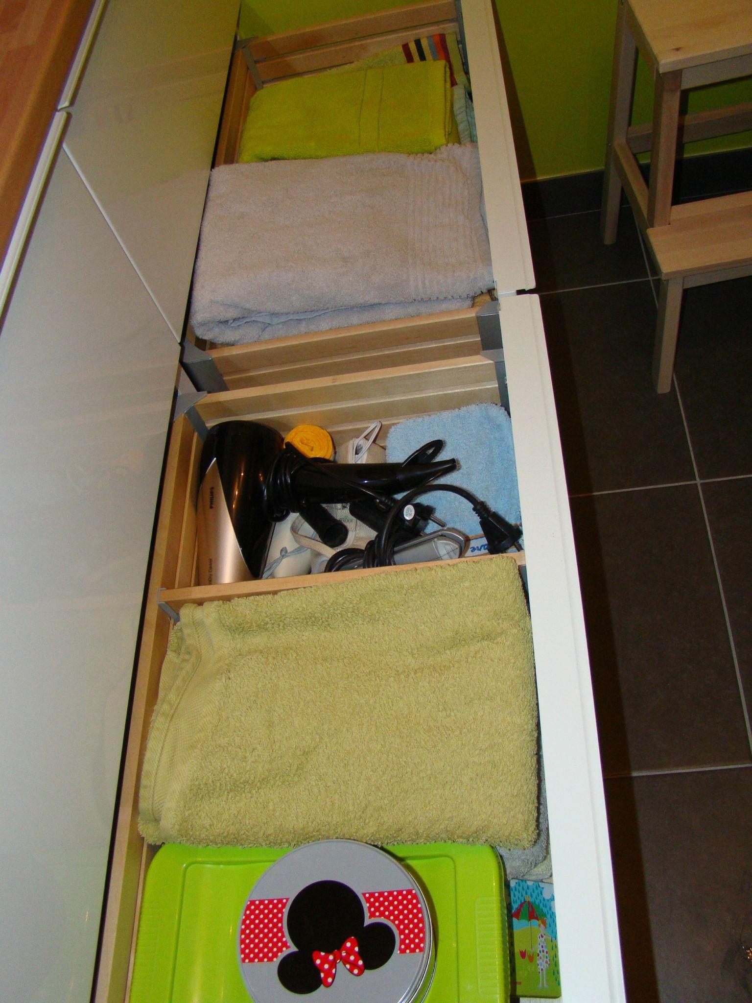 que cache mes tiroirs de salle de bain prendre racines. Black Bedroom Furniture Sets. Home Design Ideas