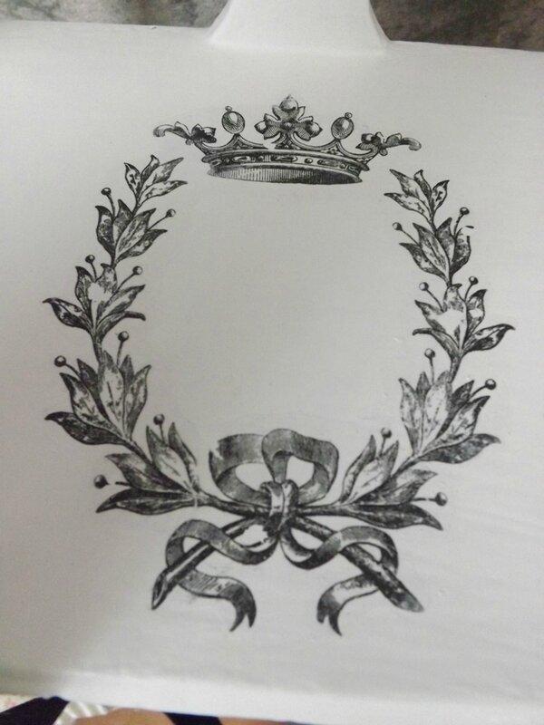 Etagère couronnes (7)
