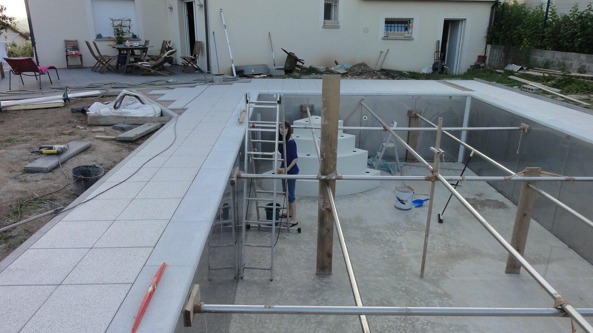 Dalles et margelles suite notre nouvelle maison for Nettoyage dalle piscine