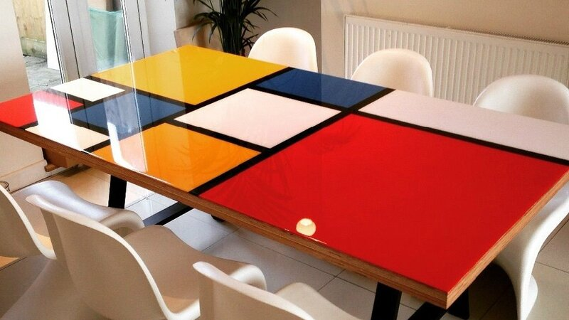 08563340-photo-table-a-manger-customisee-mondrian
