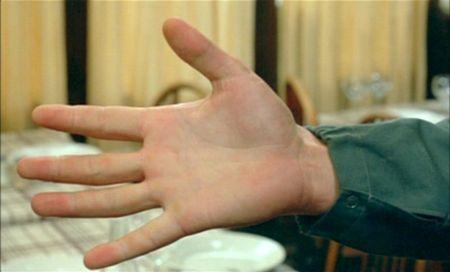 hand_LARGENT_MONEY_ROBERT_BRESSON_DVD_REVIEW_PDVD_004
