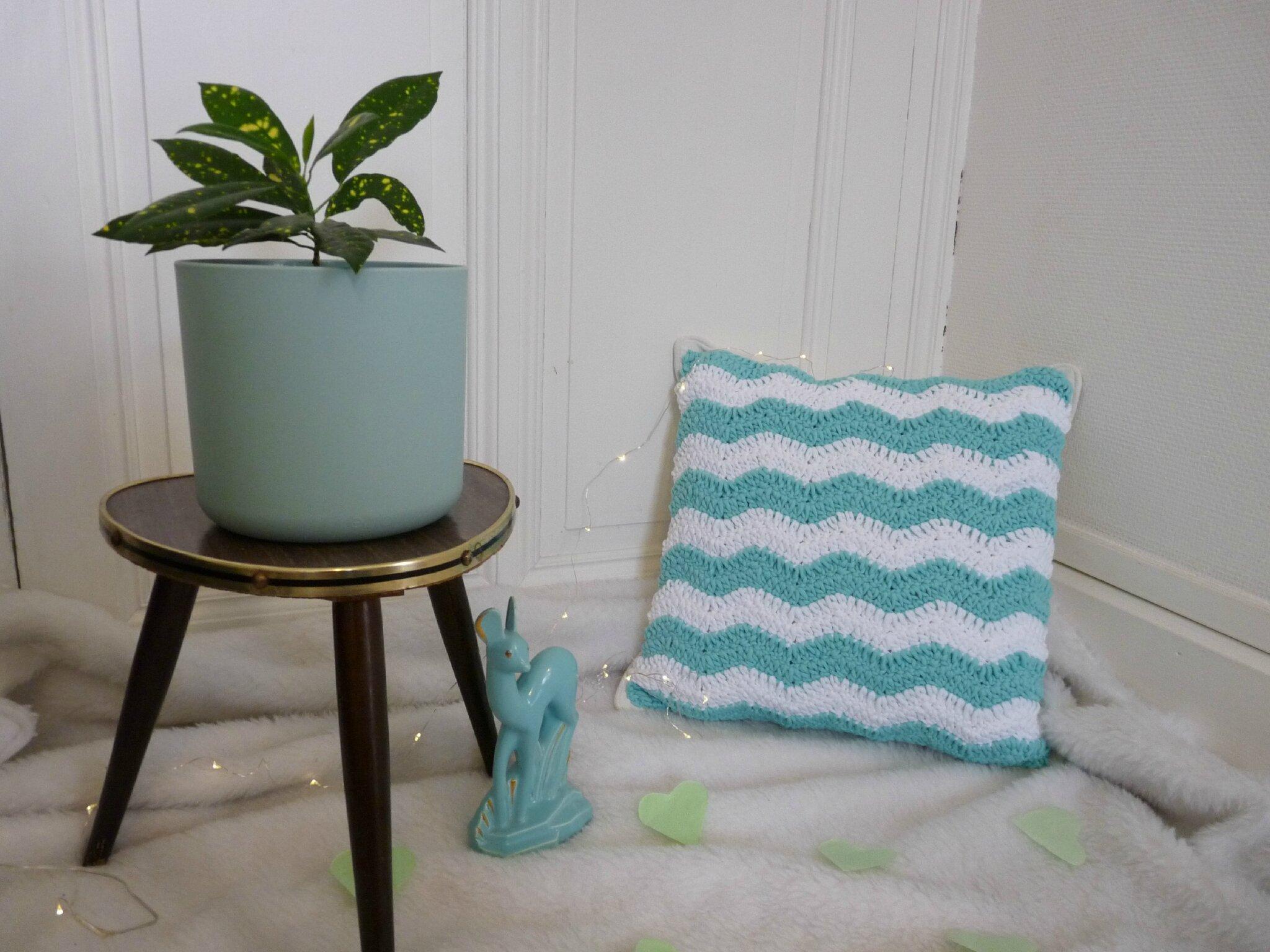 le coussin chevron qui a failli tre un plaid un nuage une plume. Black Bedroom Furniture Sets. Home Design Ideas