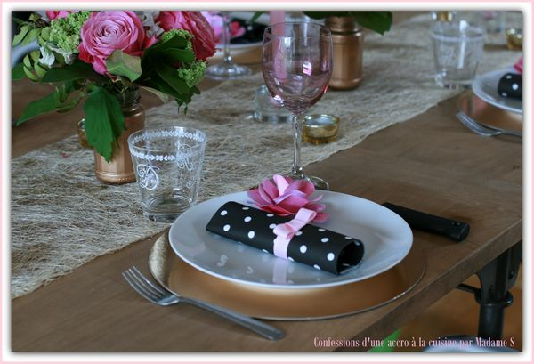 Table rose et or 026