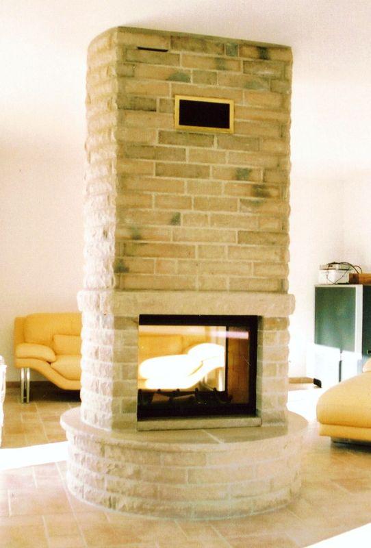 cheminee centrale pierre
