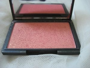 Blush 926 Rose gold de Sleek MakeUP 5