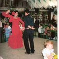 cousine 3 avec son mari..ils dancent la sevillane