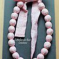 Collier boules en coton imprimé rose à pois blancs