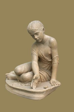 Roman_statue_of_girl_playing_astragaloi_14_aC