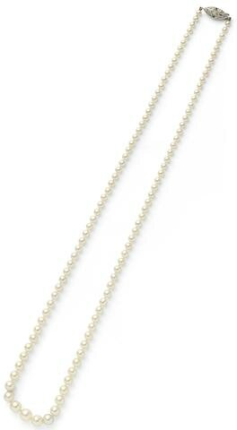 A single-row natural pearl necklace
