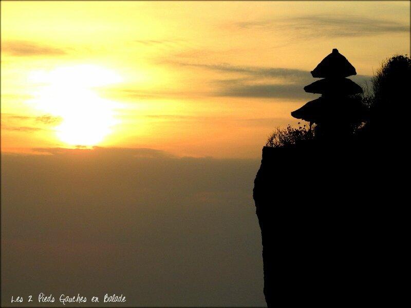 coucher de soleil sur le Pura Uluwatu - Bali