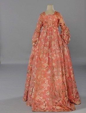 Mode_dossier_exposition_versailles_tendance_histoire_robe_a_la_francais_galerie_principal