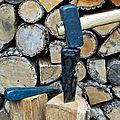 Des outils perfectionnés pour fendre le bois...