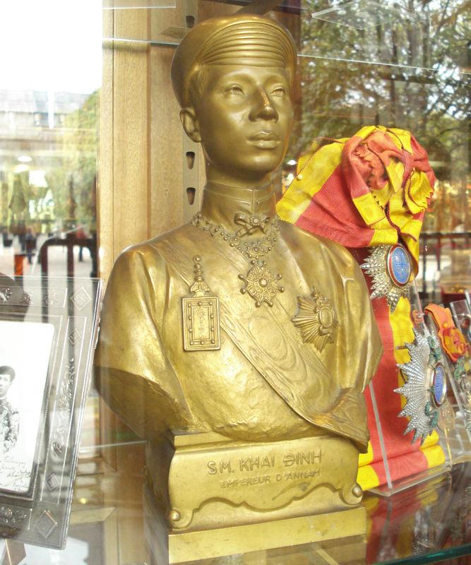 BUSTE EN BRONZE DORE DE L'EMPEREUR KHAI DINH PAR PAUL DUCUING 1922