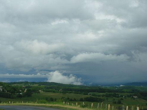 2008 06 17 De drôle de nuages aprés l'Orage, vu sur Bronac