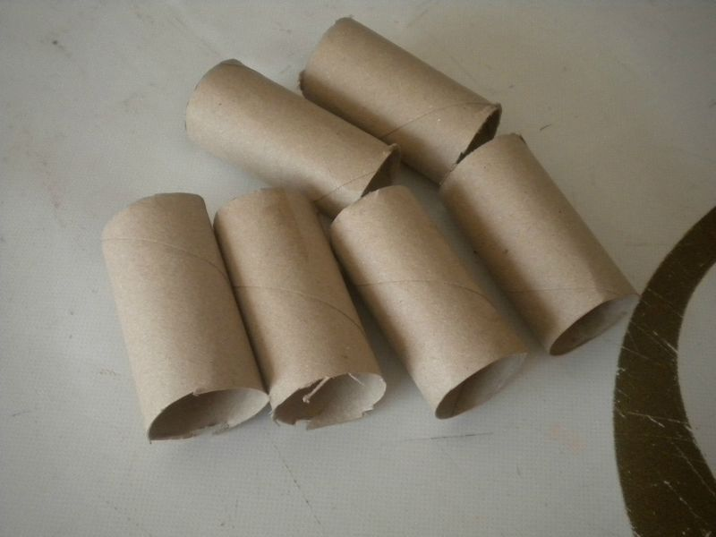 Fabrication de godets en carton notre jardin ecologique for Fabriquer bordure de jardin