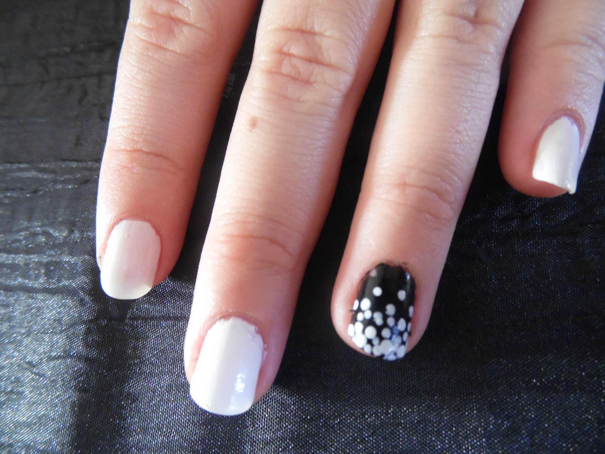 Les nail art de laura petits points le blog beaut de julie - Nail art facile et rapide ...
