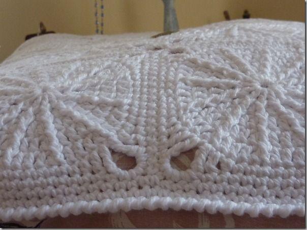 Coussin blanc crochet-21.03.2012 019
