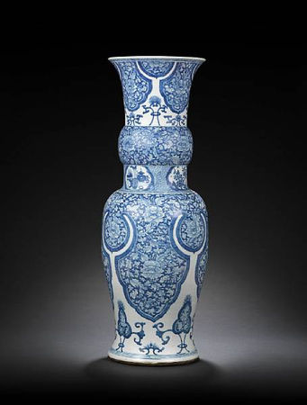 A_very_large_blue_and_white_baluster_vase