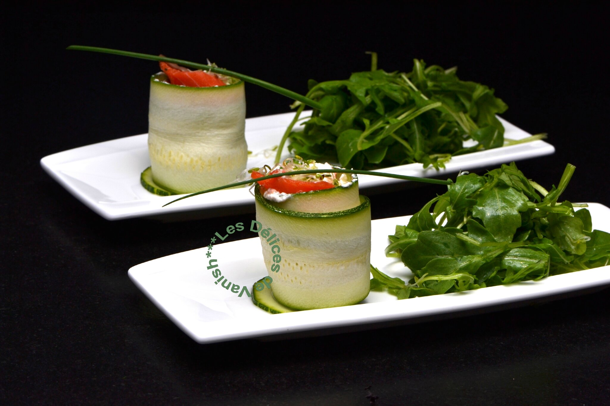 Makis de courgettes au saumon fumé, fromage frais et graines germées