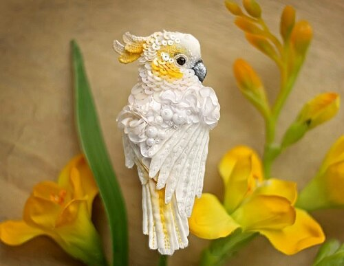 Miniature-brooch-Parrot