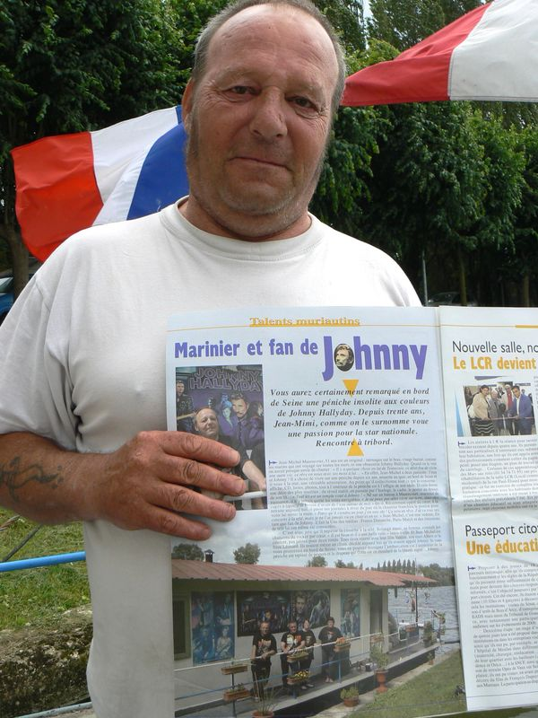 Mise en Seine d'un fan de Johnny