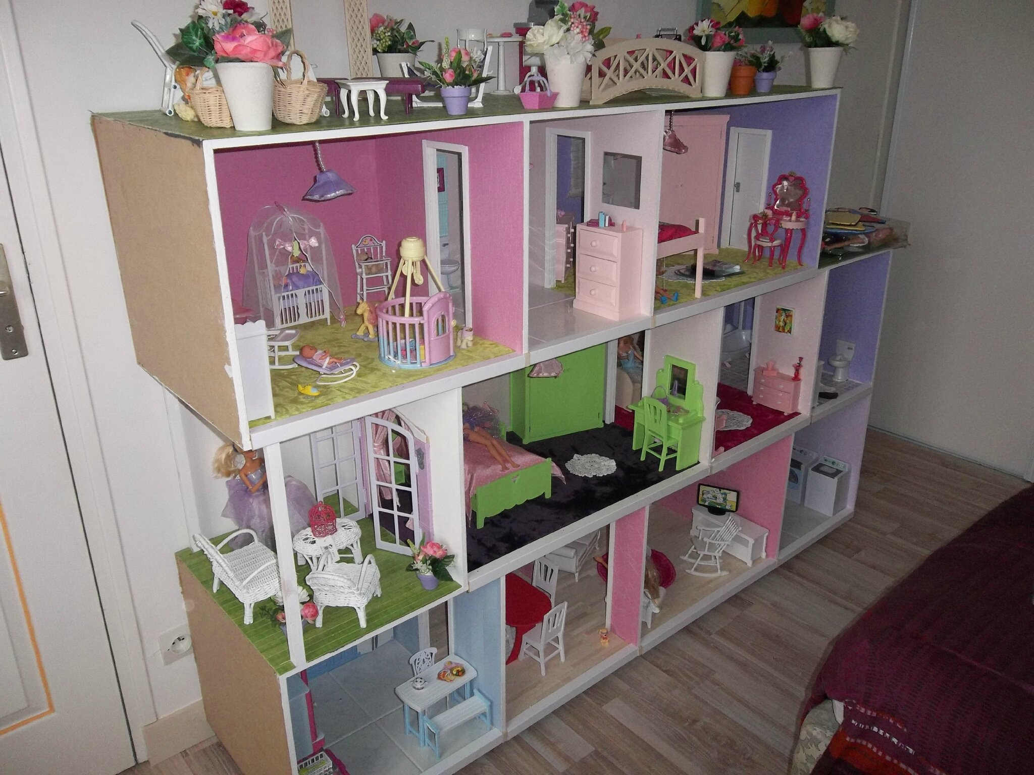 maisons pour manon et marion construction de maisons de poup e barbie. Black Bedroom Furniture Sets. Home Design Ideas