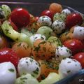 Salade de billes de concombre, tomates cerises, courgettes au curry, melon et mozzarella  la menthe