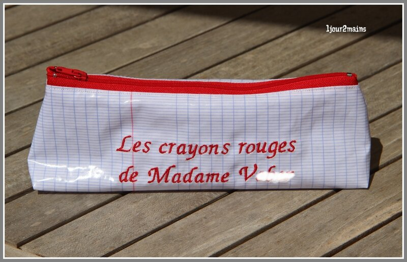 trousse crayons Mme rouge