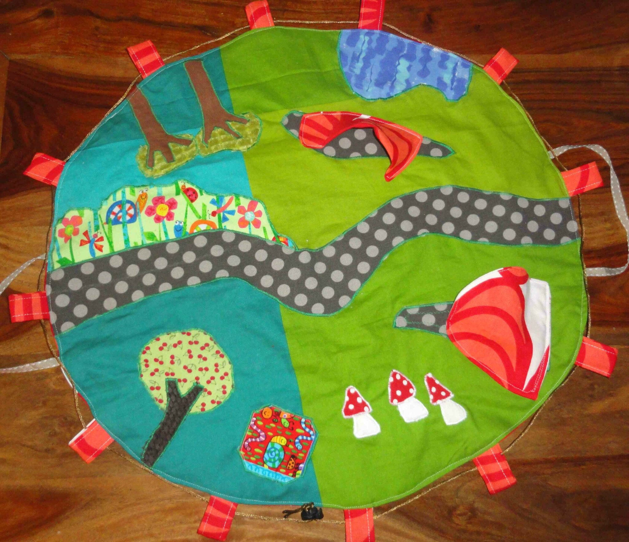 tapis de jeu en tissu foldingo fold and go fabric play mat ch m alias chauchaumamar. Black Bedroom Furniture Sets. Home Design Ideas