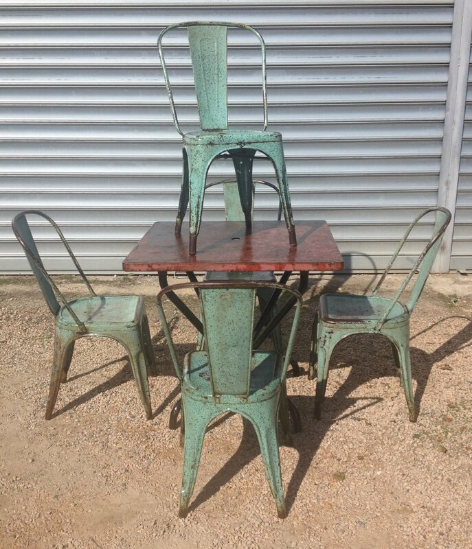 table bistrot toix et chaises A