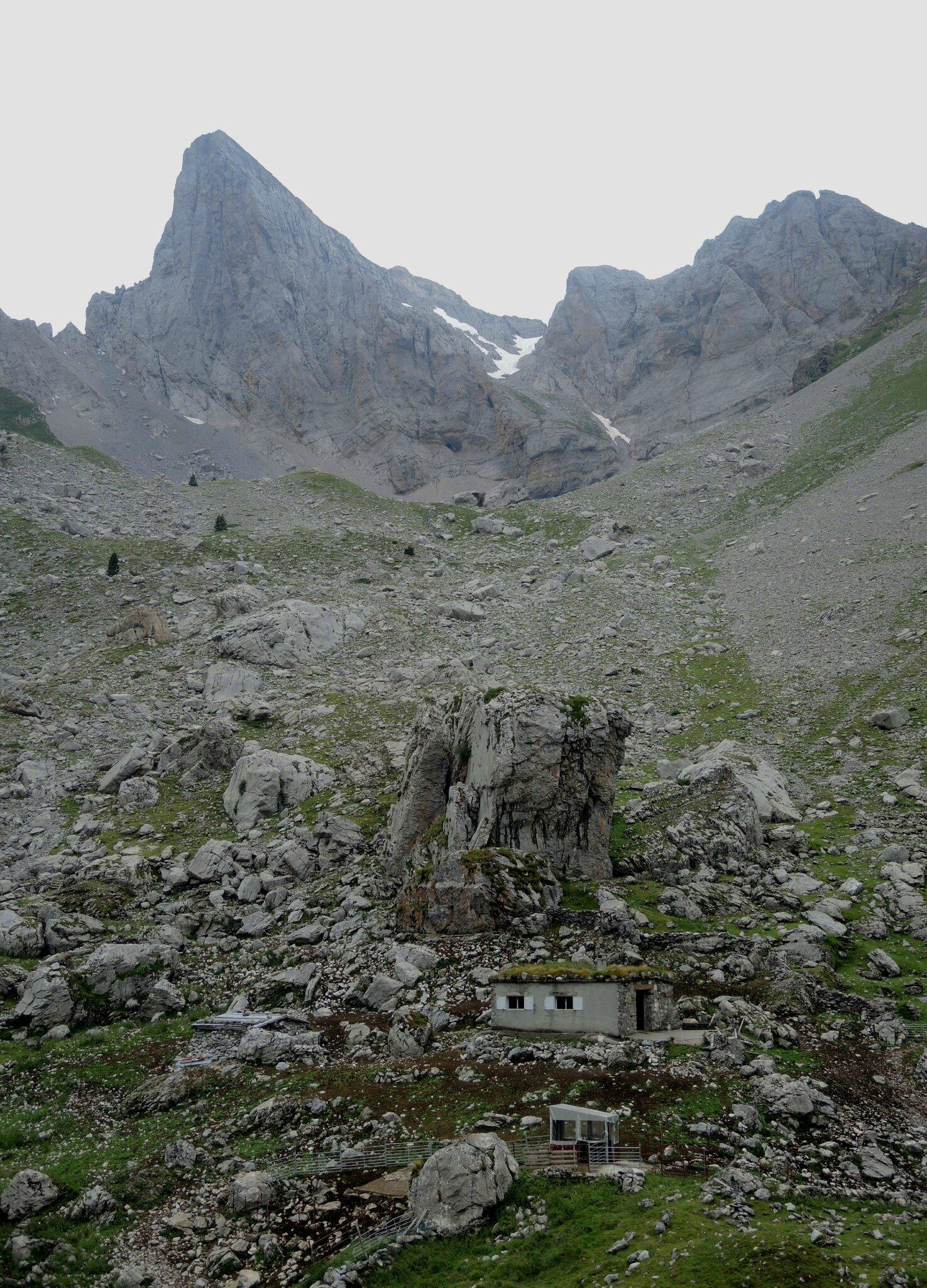 Lac de Lhurs, cabane du Pouey (64)