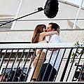 Tournage à paris de la scène du baiser sur le balcon entre anastasia et christian