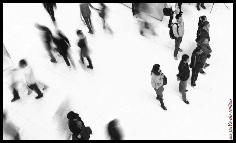 dalles blanches et danseurs