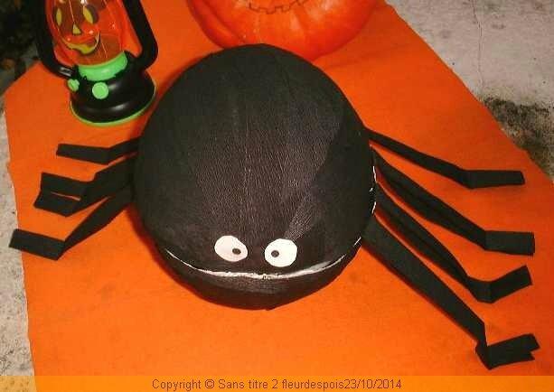 halloween jour 6 une araign e g ante en cr pon troisi me tiroir d co. Black Bedroom Furniture Sets. Home Design Ideas