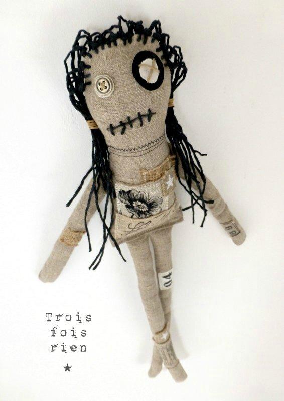 Fililoche la Moche, poupée lin, ficelle, bouton, fabric doll 1