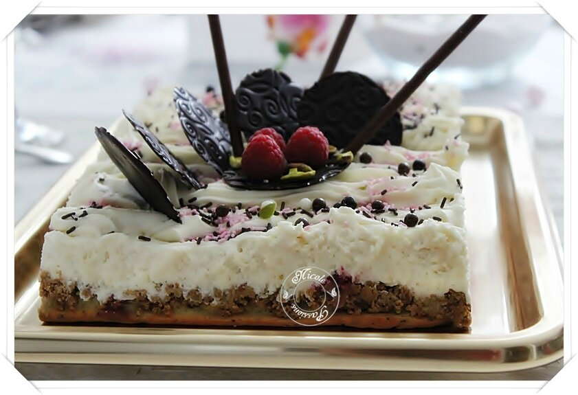 Gâteau chocolat blanc, pistaches et framboises.......