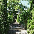 Entrée du Chateaudes Herbeys